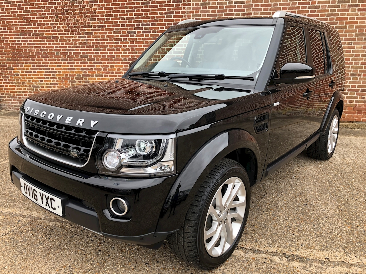Land Rover Discovery 4 Landmark SUV 3.0 Automatic Diesel