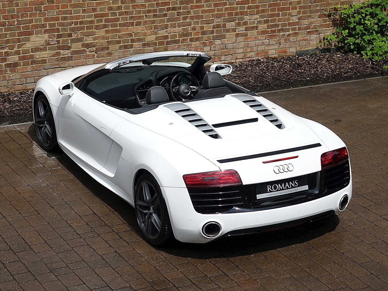 2013 used audi r8 v10 spyder ibis white. Black Bedroom Furniture Sets. Home Design Ideas