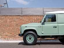 Land Rover Defender 90 Heritage Hard Top - Thumb 22