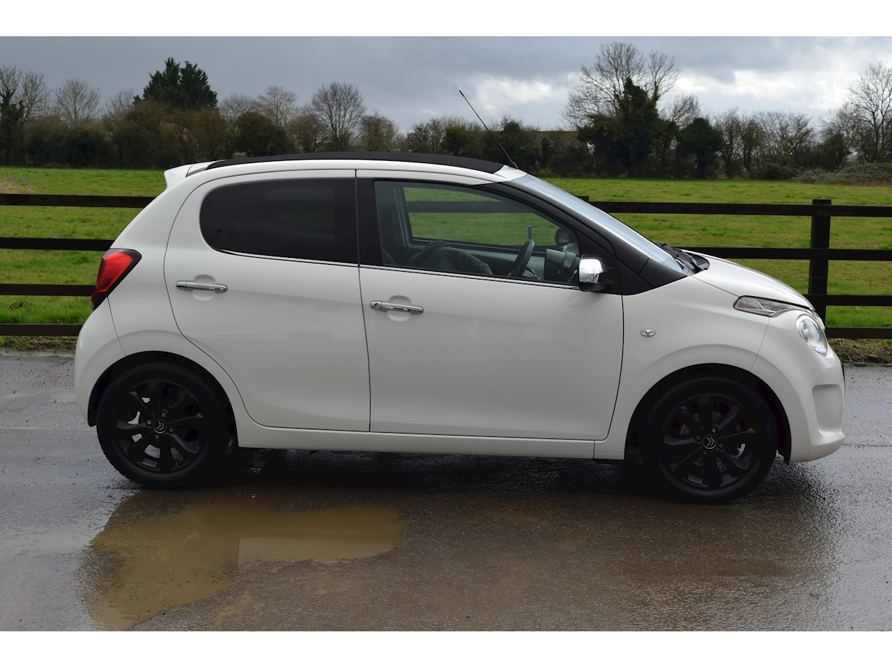 Citroen C1 Puretech Airscape Flair 1.2 5dr Hatchback Manual Petrol