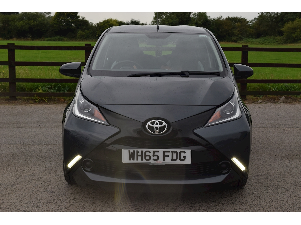 Toyota AYGO x-play Hatchback 1.0 x-shift Petrol