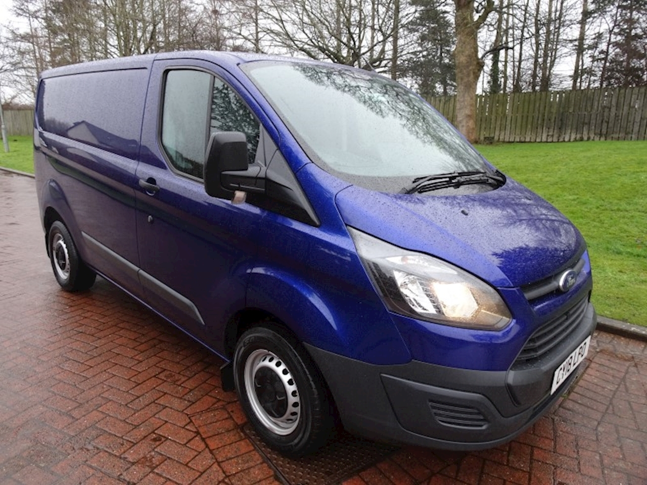 Ford Transit Custom 290 L1H1 in deep impact blue 2.0 Panel Van Manual Diesel