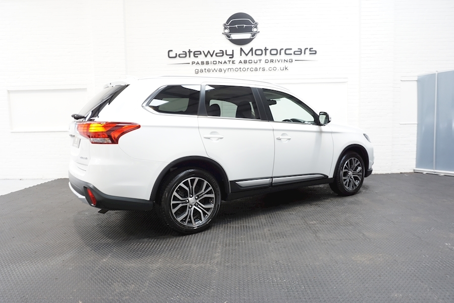 Mitsubishi Outlander Di-D 4 Estate 2.3 Automatic Diesel - Large 1