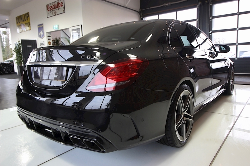 Mercedes-Benz C63 - Large 8