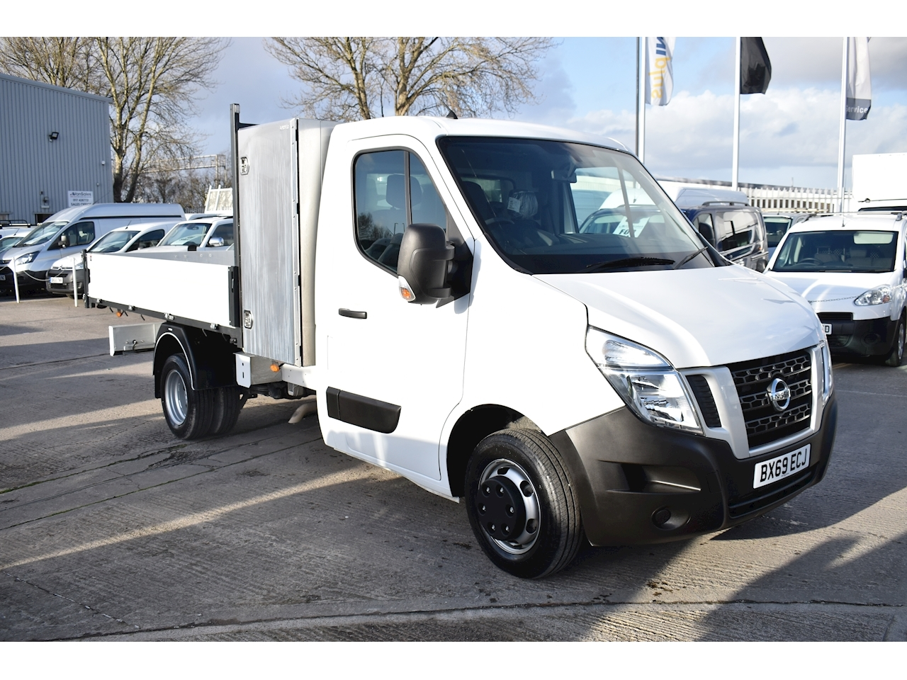 Nissan Nv400 2.3 140ps Tipper with Toolbox RWD Diesel