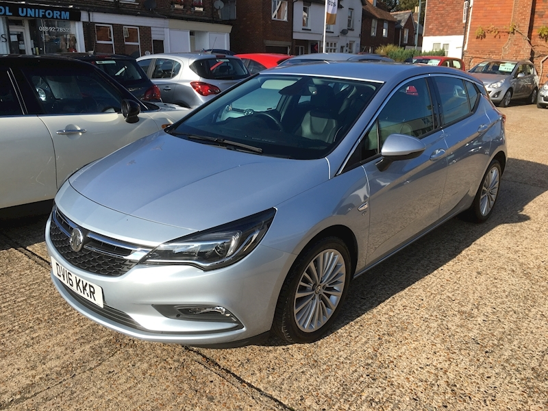 Astra Elite Nav Hatchback 1.4 Manual Petrol