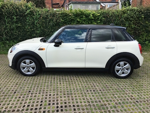 Mini Cooper Hatchback 1.5 Manual Petrol