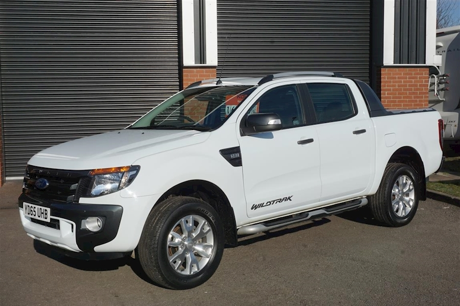 Ranger Wildtrak 3.2TDCI 200 Crew Cab Automatic Pick-Up in White With Moutain Top