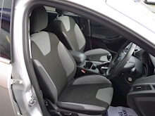 Ford Focus Zetec - Thumb 7