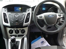 Ford Focus Zetec - Thumb 8
