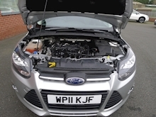 Ford Focus Zetec - Thumb 12