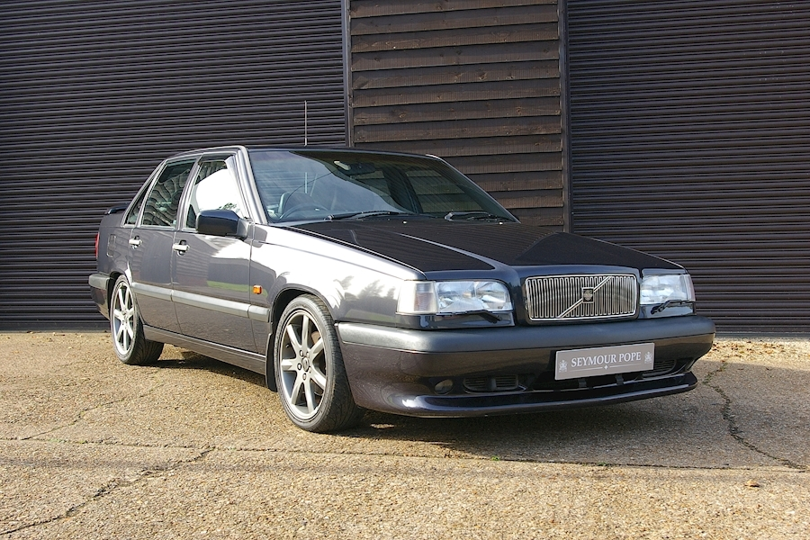 850 850 R Saloon Manual 2.3 4dr Saloon Manual Petrol