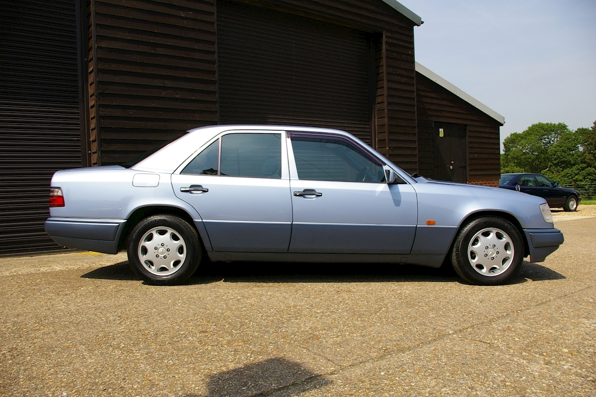 Used mercedes benz w124 e320 automatic saloon seymour pope for Mercedes benz b3 service