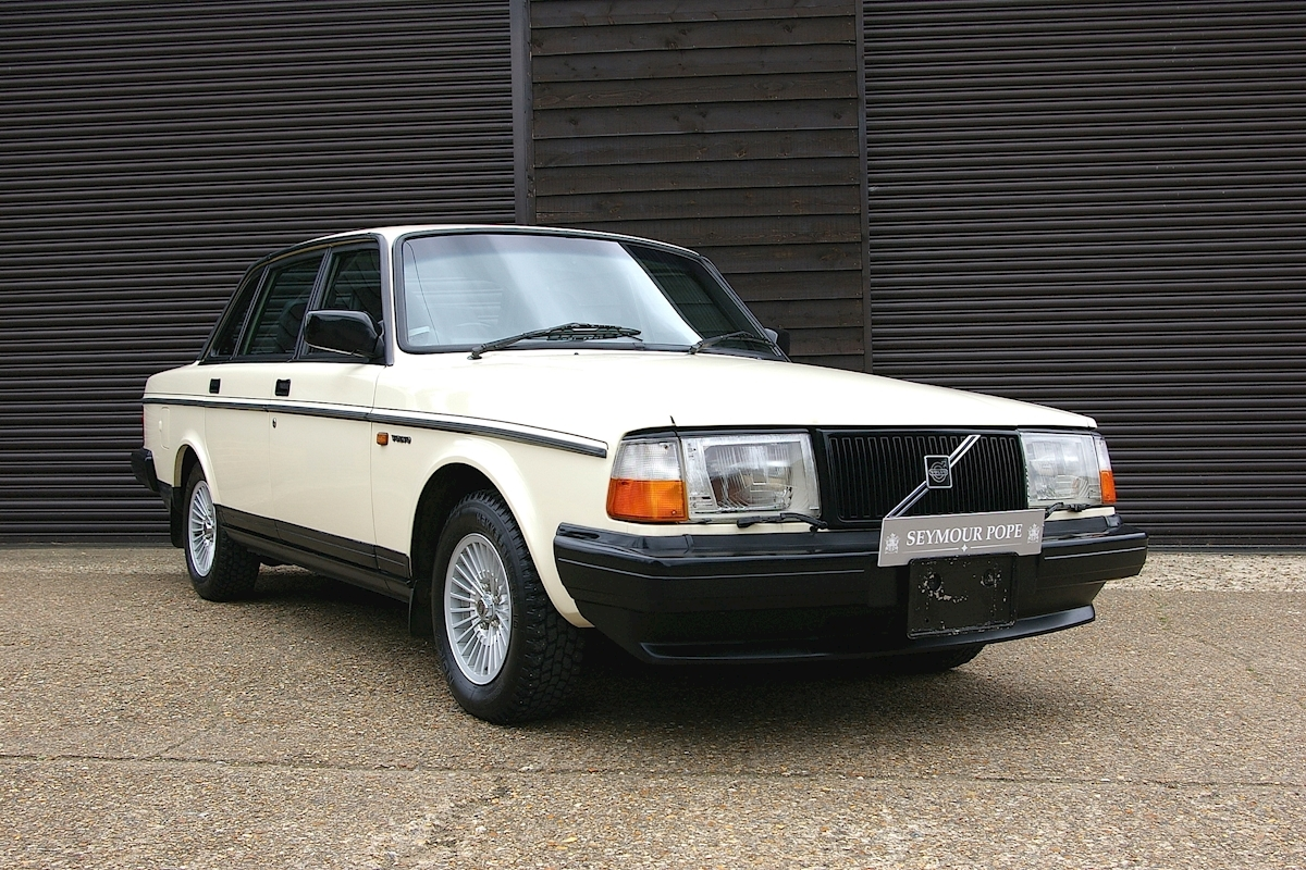 Volvo 240 GL LIMITED Automatic Saloon - Large 0
