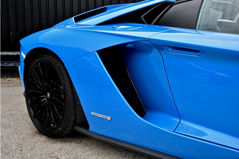 Lamborghini Aventador S Roadster Huge Specfication + £350k List Price Image 11