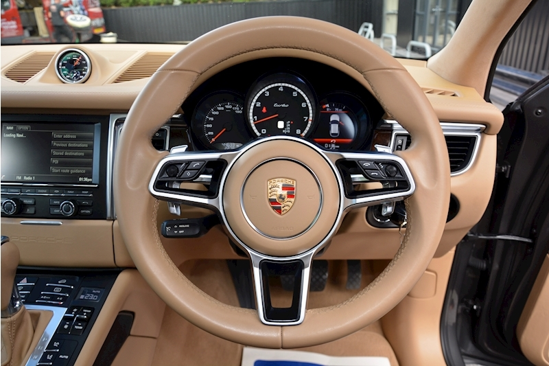 porsche Macan Air Suspension + Sport Chrono + Massive Spec Image 16