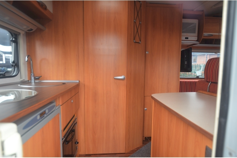 Hymer C542CL Just 20k Miles + High Spec + Exceptional Condition Image 45