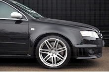 Audi RS4 RS4 4.2 Saloon 4dr Petrol Manual quattro (324 g/km, 415 bhp) 4.2 4dr Saloon Manual Petrol - Thumb 22