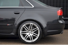Audi RS4 RS4 4.2 Saloon 4dr Petrol Manual quattro (324 g/km, 415 bhp) 4.2 4dr Saloon Manual Petrol - Thumb 33