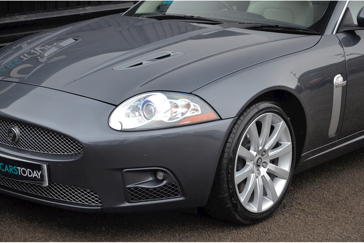 Jaguar XKR Just 26k Miles + 2 Former Keepers + 11 Services + Outstanding - Large 18