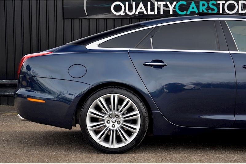 Jaguar XJ Portfolio 1 Owner + FSH + Huge Spec + Rear Entertainment Image 11