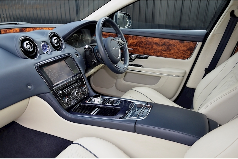 Jaguar XJ Portfolio 1 Owner + FSH + Huge Spec + Rear Entertainment Image 41