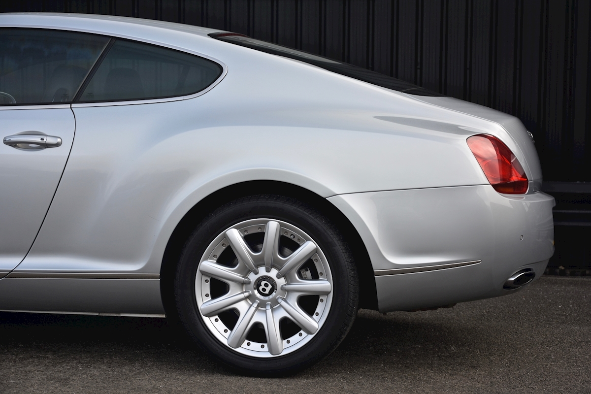 Bentley Continental GT 6.0 W12 *12 Bentley Main Dealer Stamps* - Large 19