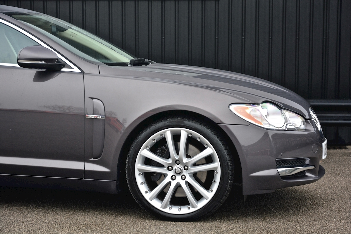 Jaguar Xf S 3.0 V6 Premium Luxury 270 bhp Massive Specification + Enthusiast Owned - Large 15