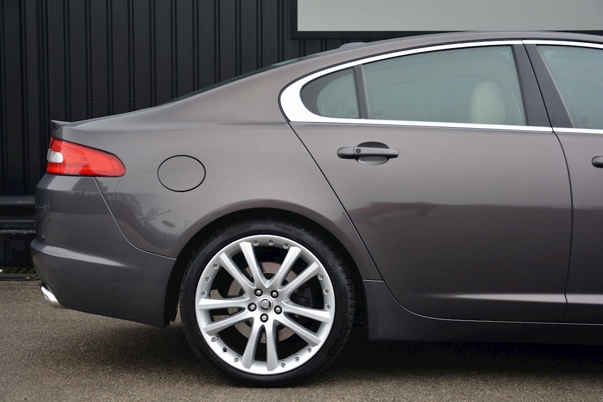 Jaguar Xf S 3.0 V6 Premium Luxury 270 bhp Massive Specification + Enthusiast Owned - Large 14