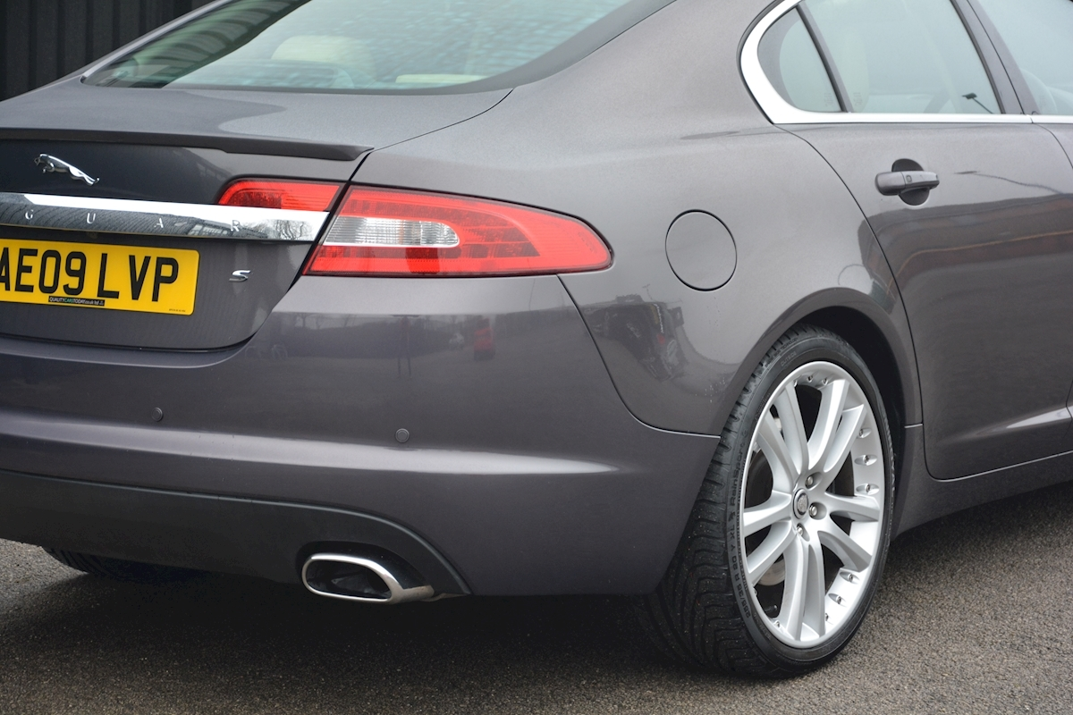 Jaguar Xf S 3.0 V6 Premium Luxury 270 bhp Massive Specification + Enthusiast Owned - Large 13