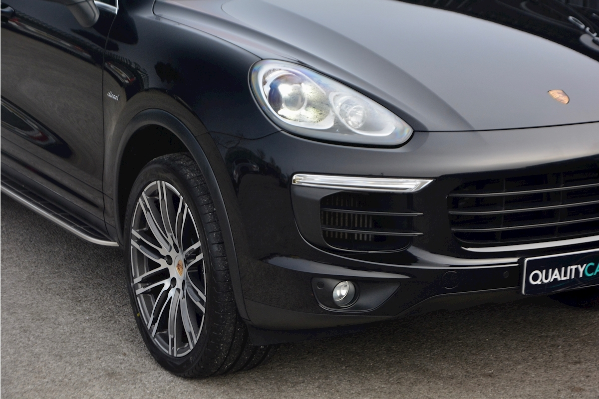 Porsche Cayenne 3.0 V6 Diesel Panoramic Roof + Air Suspension + BOSE + Turbo Wheels - Large 12