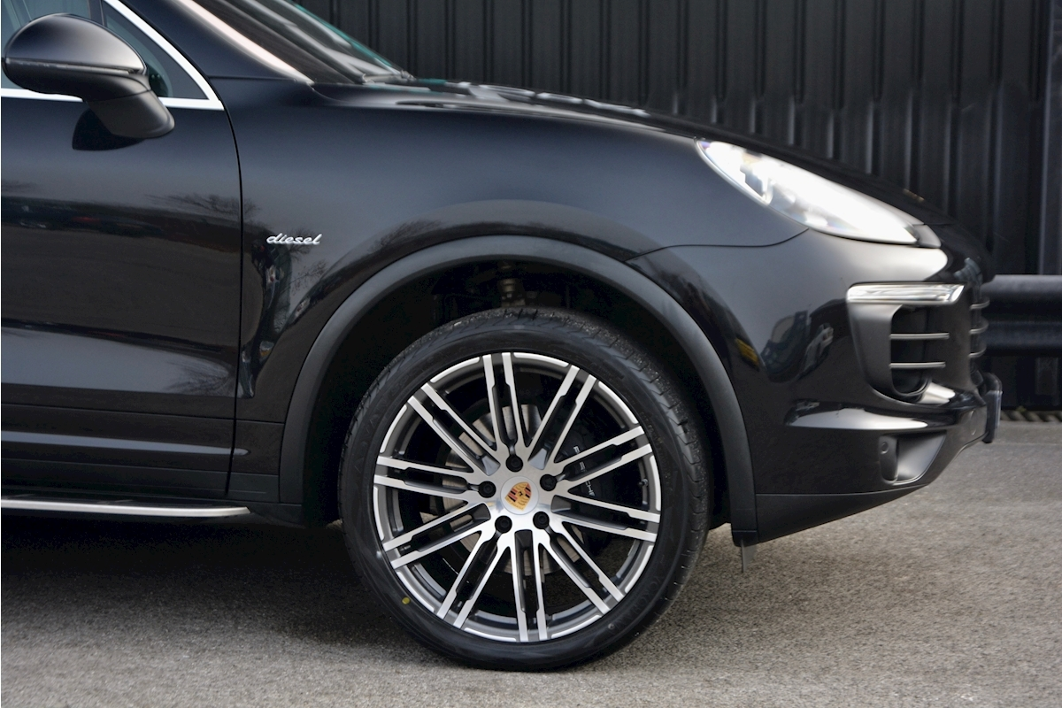 Porsche Cayenne 3.0 V6 Diesel Panoramic Roof + Air Suspension + BOSE + Turbo Wheels - Large 11