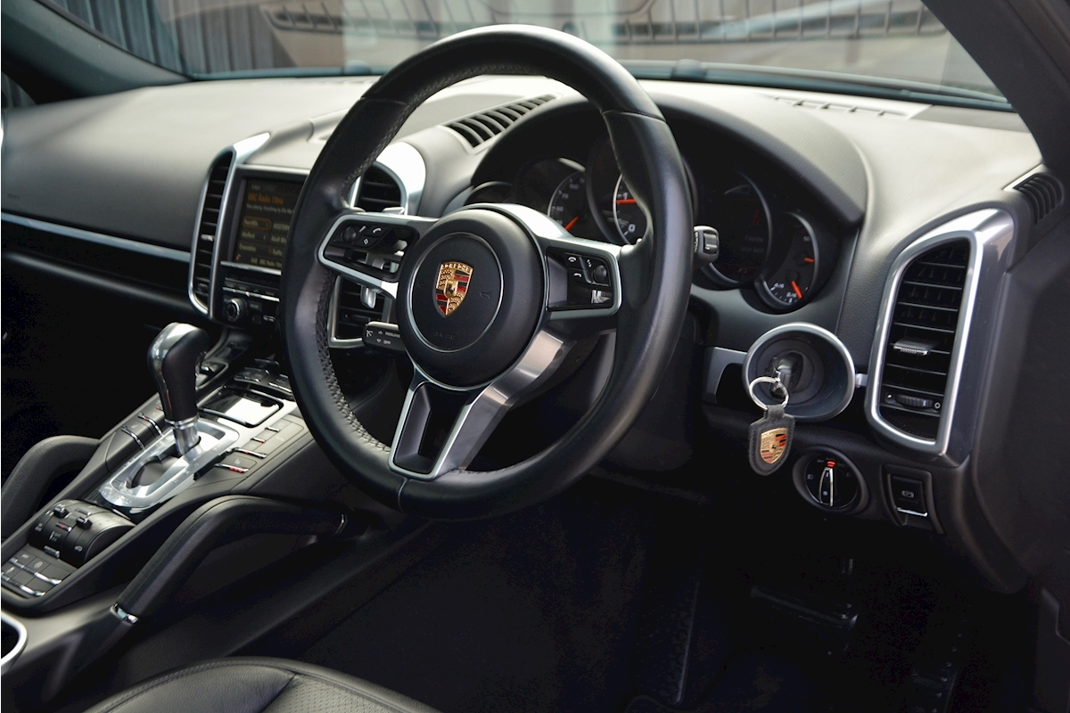 Porsche Cayenne 3.0 V6 Diesel Panoramic Roof + Air Suspension + BOSE + Turbo Wheels - Large 14