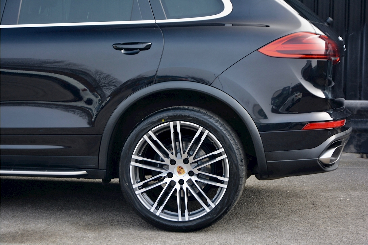 Porsche Cayenne 3.0 V6 Diesel Panoramic Roof + Air Suspension + BOSE + Turbo Wheels - Large 22