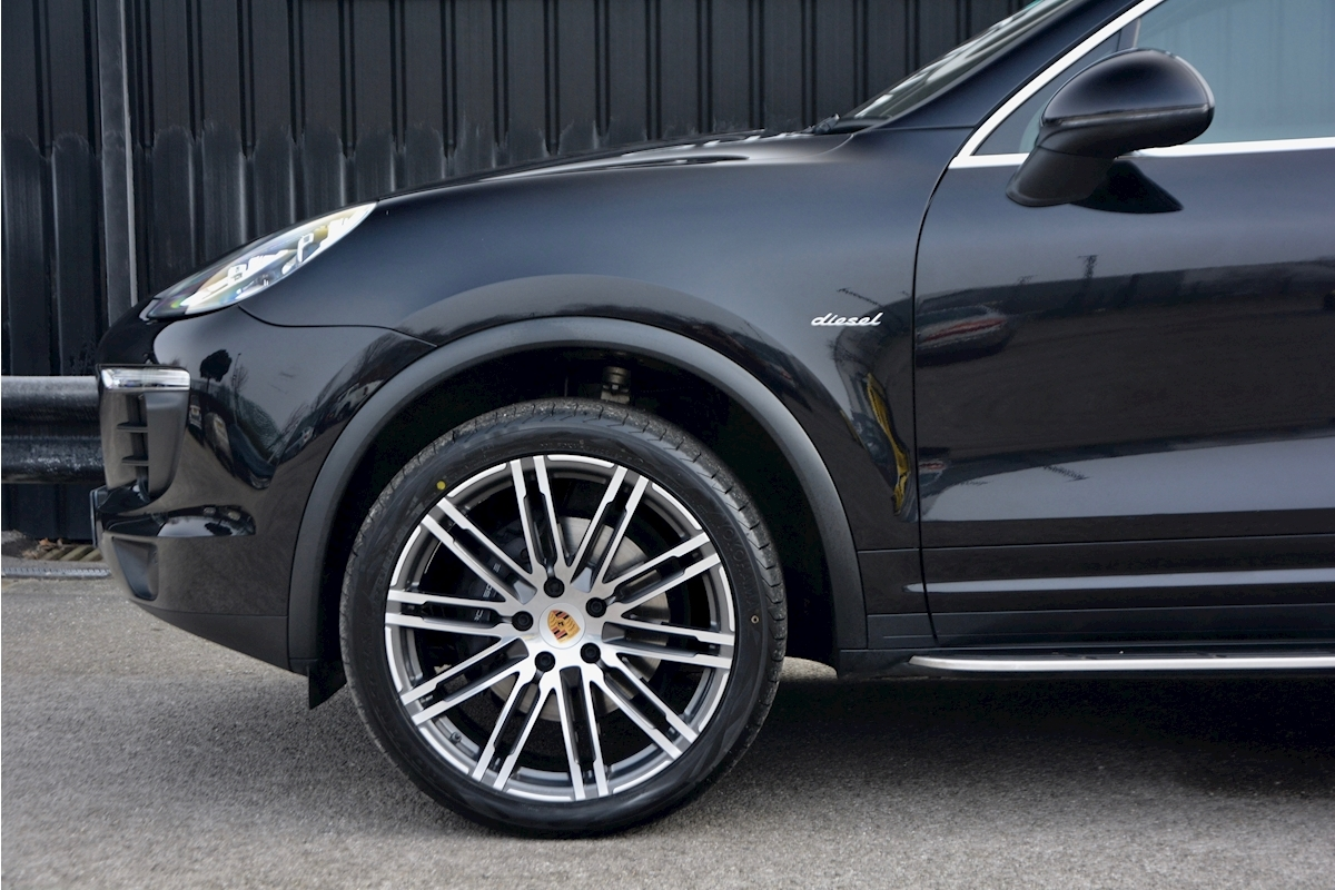 Porsche Cayenne 3.0 V6 Diesel Panoramic Roof + Air Suspension + BOSE + Turbo Wheels - Large 21