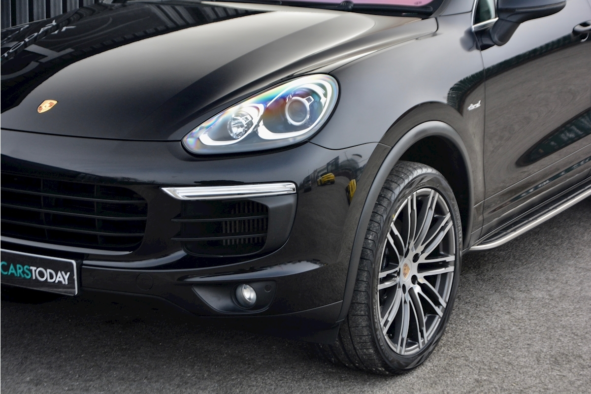 Porsche Cayenne 3.0 V6 Diesel Panoramic Roof + Air Suspension + BOSE + Turbo Wheels - Large 20