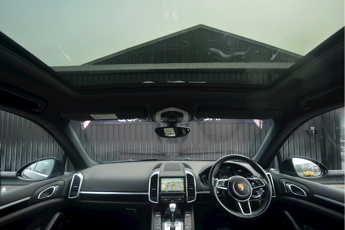 Porsche Cayenne 3.0 V6 Diesel Panoramic Roof + Air Suspension + BOSE + Turbo Wheels - Large 47