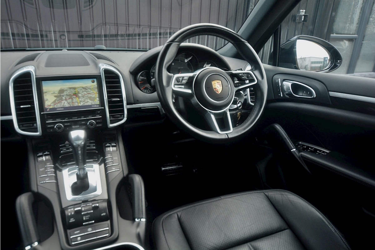 Porsche Cayenne 3.0 V6 Diesel Panoramic Roof + Air Suspension + BOSE + Turbo Wheels - Large 48