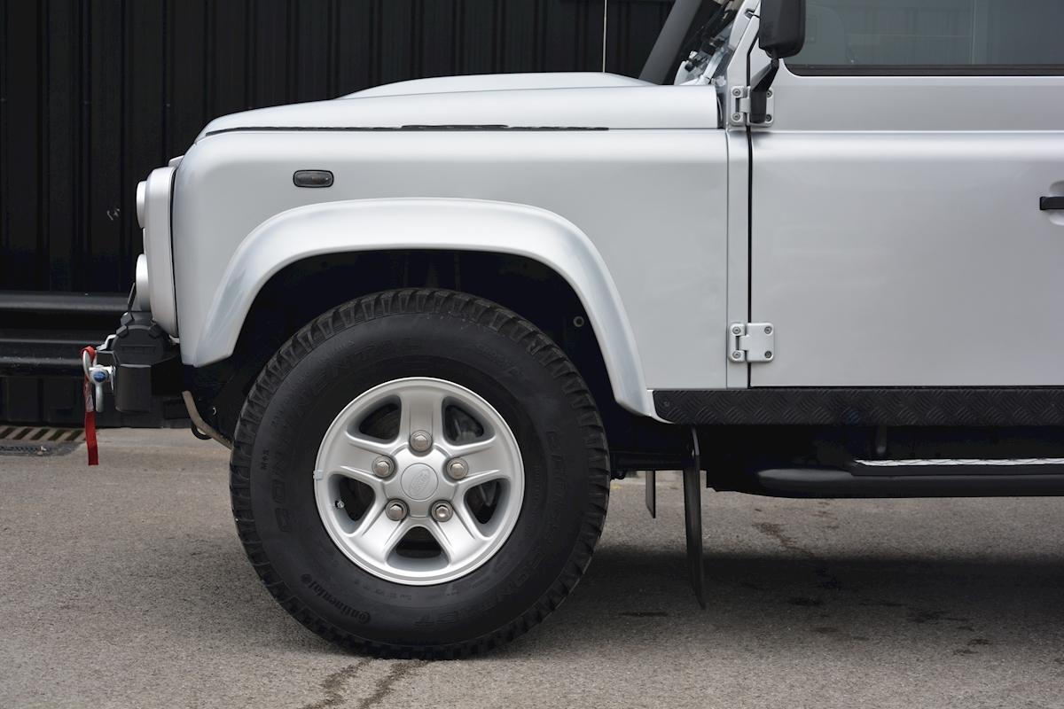 Land Rover Defender 90 XS Just 588 miles + Incredible Opportunity - Large 8