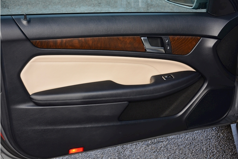 Mercedes-Benz C Class Panoramic Roof + Rare Spec + Full History Image 15