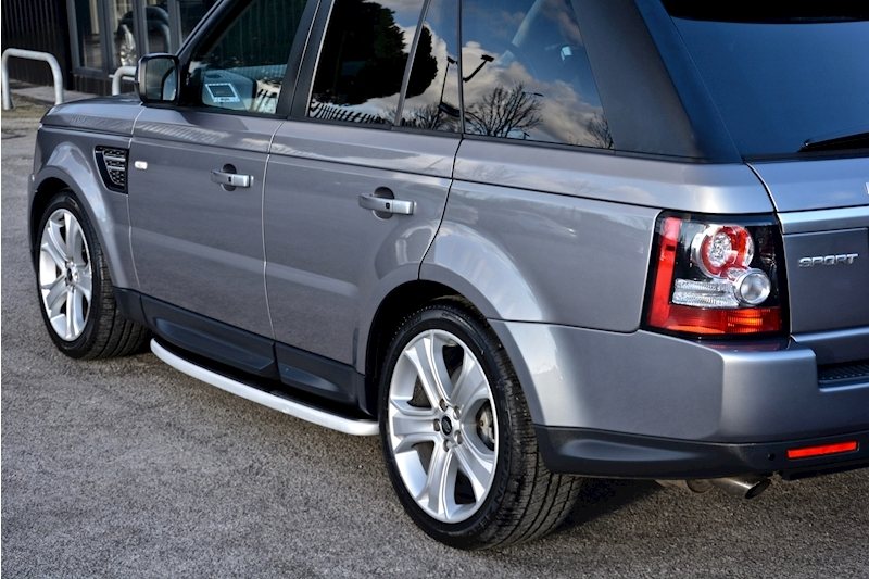 Land Rover Range Rover Sport HSE Luxury LR+1 Lady Owner + Comprehensive History + Outstanding Image 17