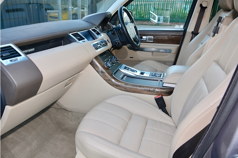 Land Rover Range Rover Sport HSE Luxury LR+1 Lady Owner + Comprehensive History + Outstanding Image 2