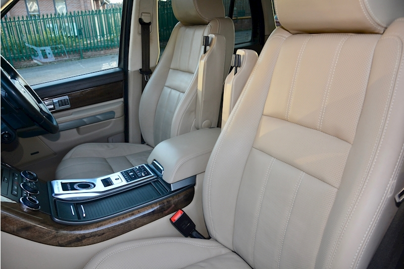 Land Rover Range Rover Sport HSE Luxury LR+1 Lady Owner + Comprehensive History + Outstanding Image 25