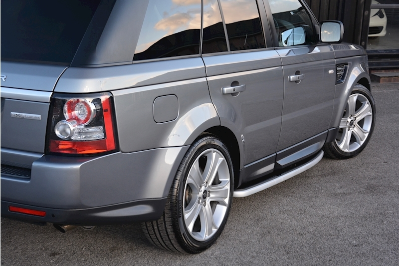 Land Rover Range Rover Sport HSE Luxury LR+1 Lady Owner + Comprehensive History + Outstanding Image 39