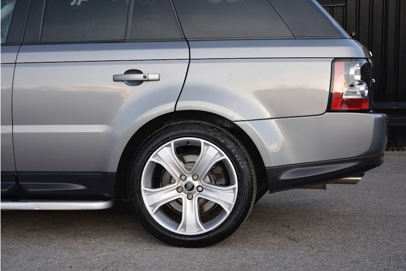 Land Rover Range Rover Sport HSE Luxury LR+1 Lady Owner + Comprehensive History + Outstanding Image 45
