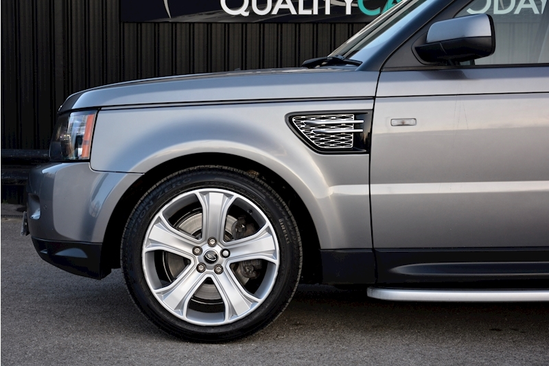 Land Rover Range Rover Sport HSE Luxury LR+1 Lady Owner + Comprehensive History + Outstanding Image 44