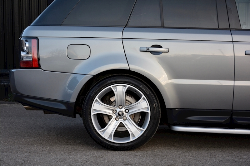 Land Rover Range Rover Sport HSE Luxury LR+1 Lady Owner + Comprehensive History + Outstanding Image 48