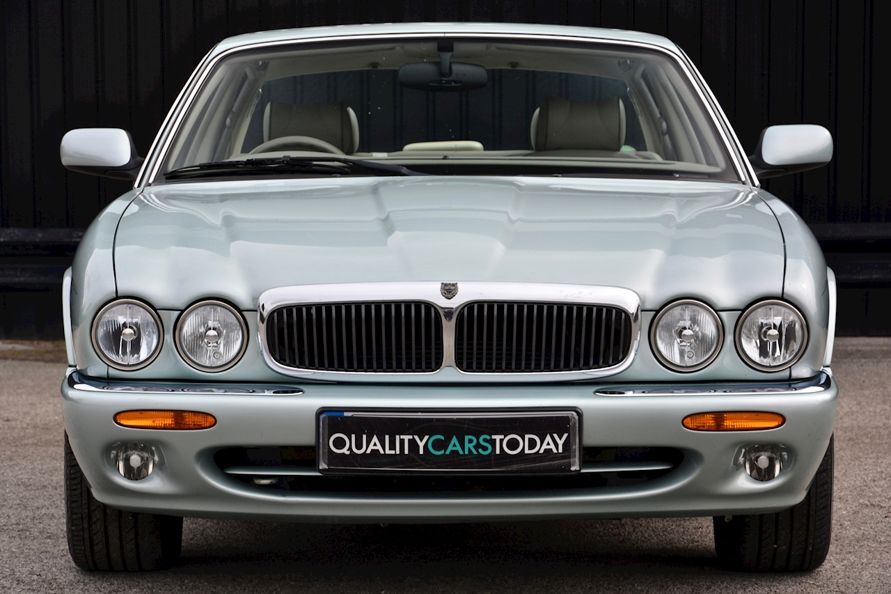 Jaguar XJ8 3.2 V8 3 Former Keepers + New Engine in 2005 + Ex Show Winner - Large 3