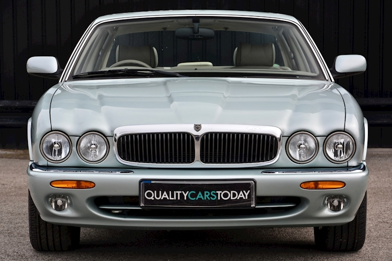 Jaguar XJ8 3.2 V8 3 Former Keepers + New Engine in 2005 + Ex Show Winner Image 3