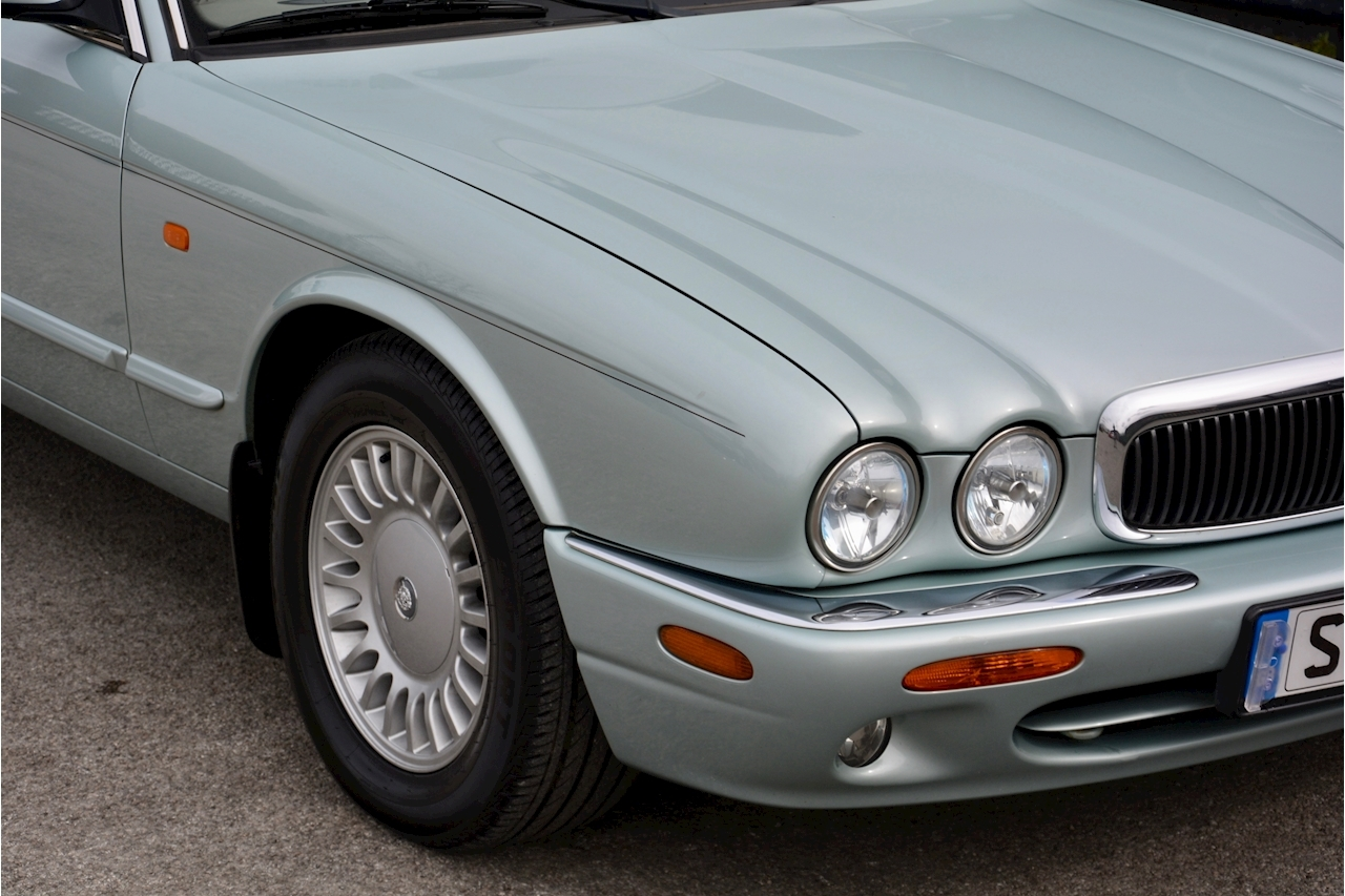Jaguar XJ8 3.2 V8 3 Former Keepers + New Engine in 2005 + Ex Show Winner - Large 16